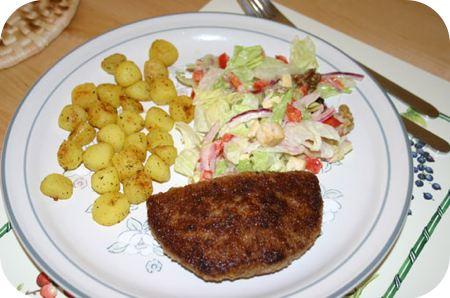 Gehakt Cordon Blue met boerensalade en Provencaalse krieltjes