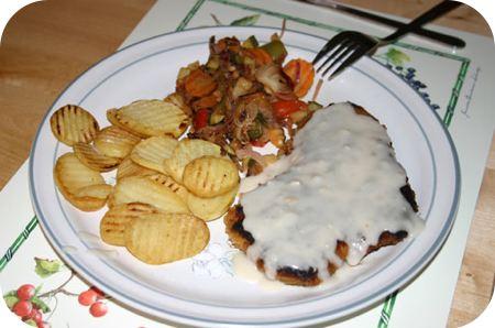 Schnitzel met champignonssaus en gemengde groenten