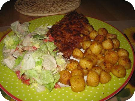 Kip krokant schnitzel met boerensalade en barbecuekrieltjes
