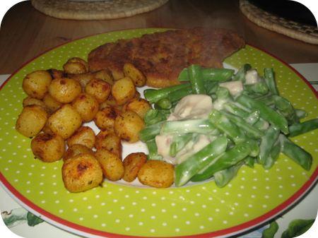 Sperziebonen met saus, barbecuekrieltjes en kipschnitzel