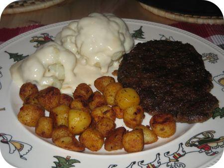 Bloemkool met groentesaus, waldschnitzel en barbecuekrieltjes