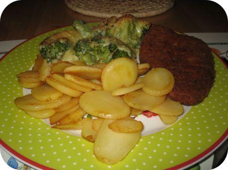 Broccoli Gratin met Aardappelschijfjes en Kipschnitzel