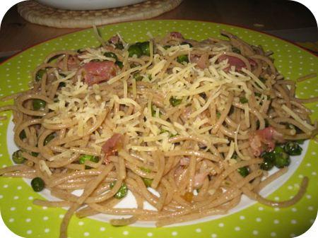 Spaghetti met Doperwten, Bosui en Rauwe Ham