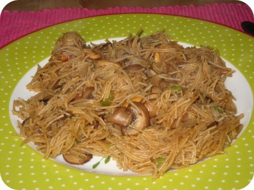 Mihoen met paddestoelen en cashewnoten