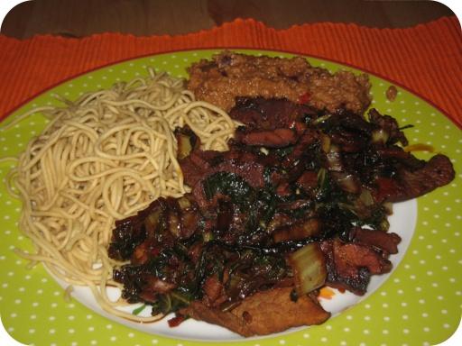 Noedels met Paksoi, Varkensvleesreepjes en Pindasaus
