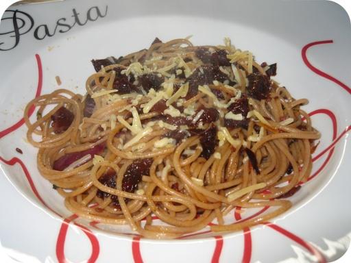 Spaghetti met Zongedroogde tomaten en Rode ui