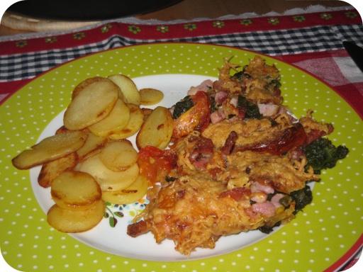 Andijvieschotel met tomaat en ontbijtspekjes
