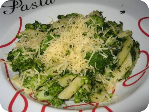 Penne met Broccoli, Doperwtjes, Spinazie en Kruiden