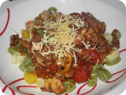 Pasta met Bolognesaus en Champignons
