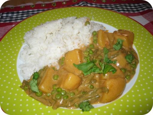 Rode Thaise Curry met Sperziebonen, Doperwtjes en Aardappels