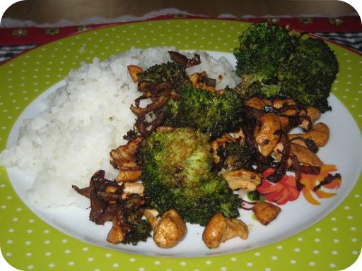 Oosterse Broccoli met Cashewnoten en Rijst