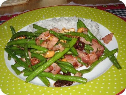 Sperziebonen met Bacon, Cashewnoten, Zongedroogde Tomaat en Rijst