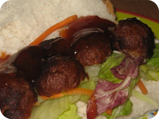 Broodje met Sateballetjes
