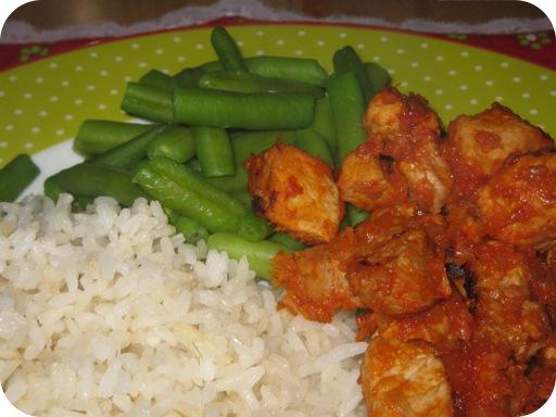 Heet Varkensvlees, met Gebakken Rijst en Sperziebonen