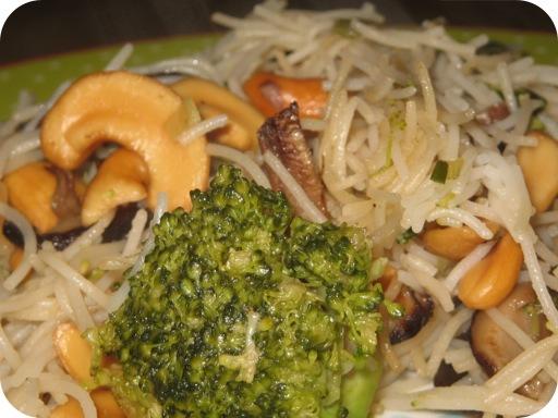 Miehoen met Broccoli en Cashewnoten