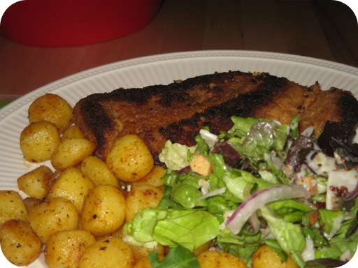Wiener Schnitzel met Italiaanse salade en Barbecuekrieltjes