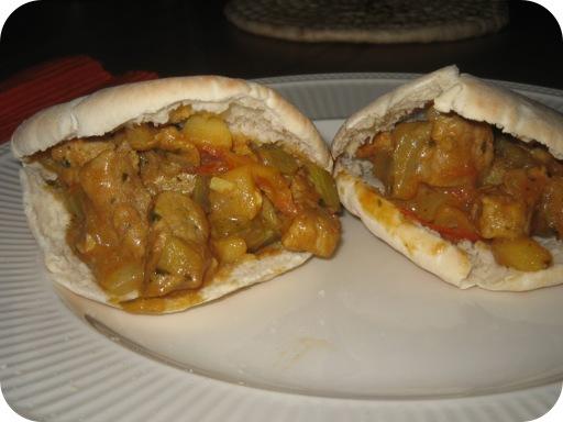 Pitabroodjes met Schnitzels in Romige Saus