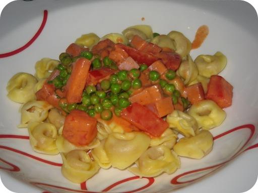 Tortellini met Doperwtjes in Tomatenroomsaus