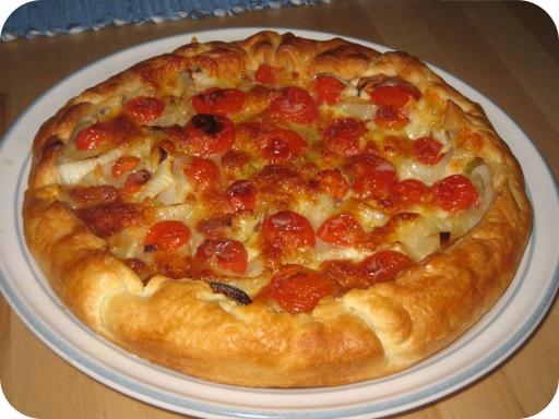 Uientaart met Tomaten