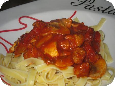 Tagliatelle met Tomaat, Champignons en Worst