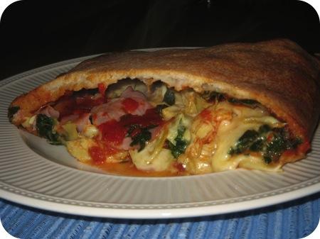 Pizza Calzone met Spinazie, Artisjok en Ham