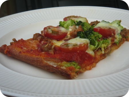 Broccoli & Saucijs Pizza