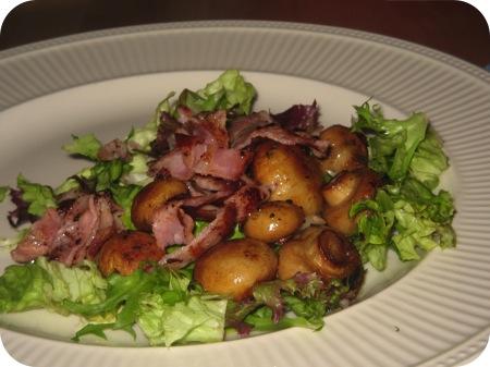 Salade met Champignons en Ontbijtspek