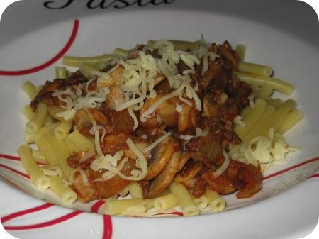 Macaroni Bolognese met Champignons