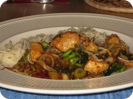 Noedels met Broccoli en Zoete Chilisaus