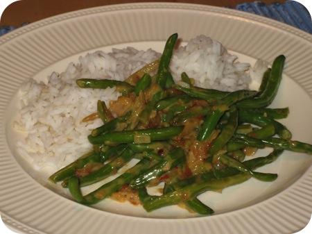 Rijst met Sperziebonen in Kokossaus