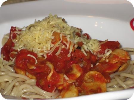Spagheti met Tomaat, Champignons en Gegrilde Paprika