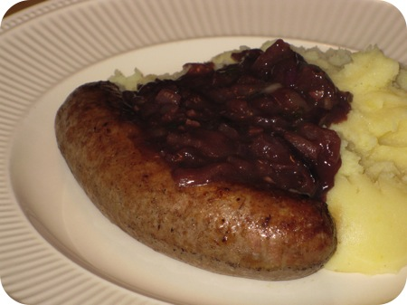 Bangers 'n Mash with Onion Gravy (Worst, Puree en Uienjus)
