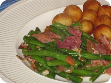 Sperziebonen met Tomaat en Rauwe Ham