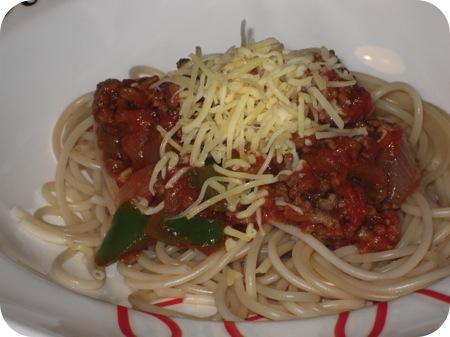 Spaghetti met Gehakt, Paprika en Chilisaus