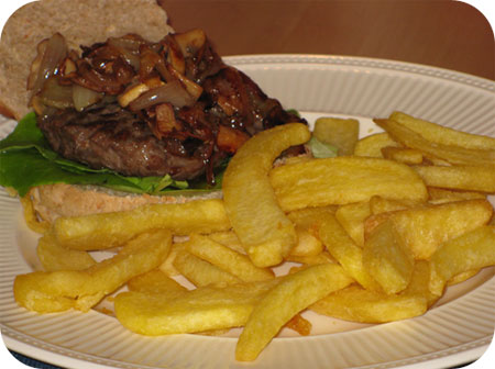 Broodje Hamburger met Vlaamse Frieten
