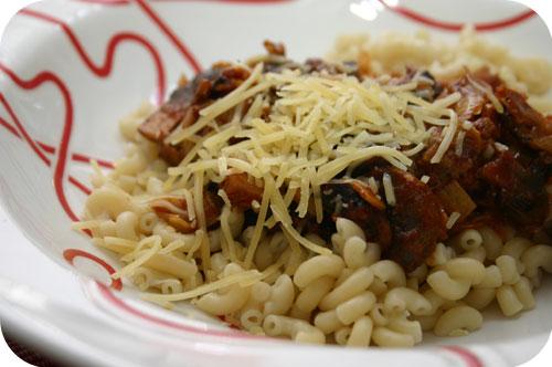 Macaroni met Prei, Champignons en Provençaalse Worstjes