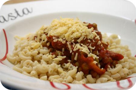Macaroni met Doperwten en Tomatensaus