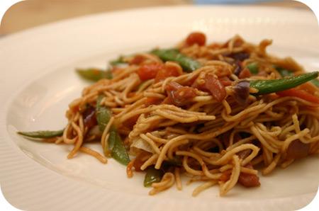 Noodles met Sugarsnaps en Worteltjes