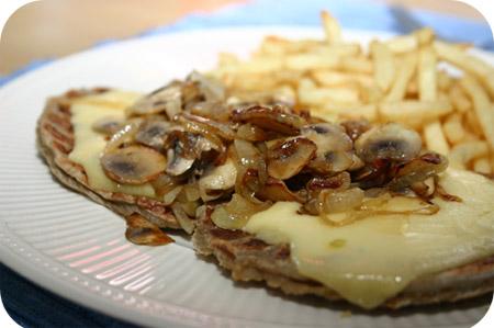 Hamburger met Kaas, Champignons & Ui