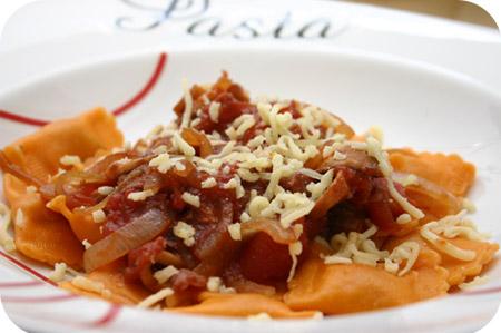 Ravioli met Bacon, Champignons en Tomatensaus
