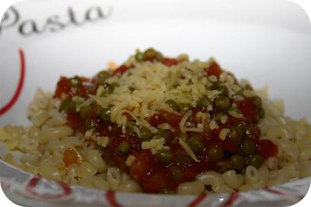 Macaroni met Doperwten-Tomatensaus