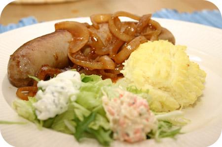 Braadworst met Ui, Jus en Aardappelpuree