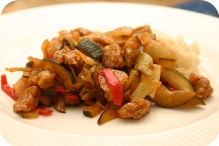 Noodles met Courgette, Schnitzel en Zoetzure Saus