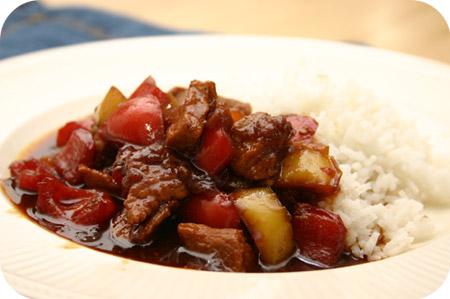 Rijst met Schnitzel en Paprika in Ketjapsaus