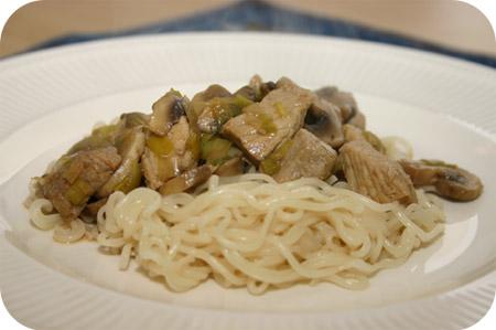 Noodles met Prei, Champignons en Schnitzel