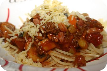Spaghetti met Courgette, Champignons en Wortel in Tomatensaus
