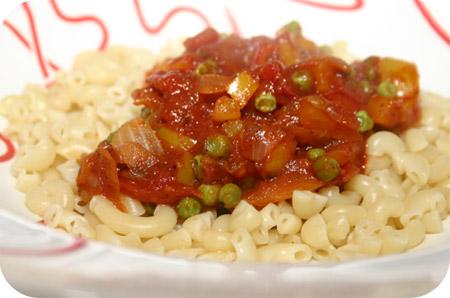 Macaroni met Paprika en Doperwten