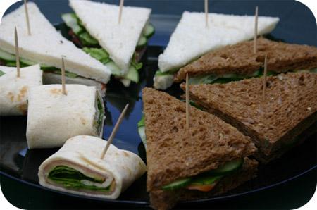 sandwiches met zalm en rosbief