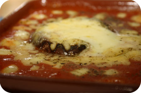 Portobello's met Mozzarella in Tomatensaus