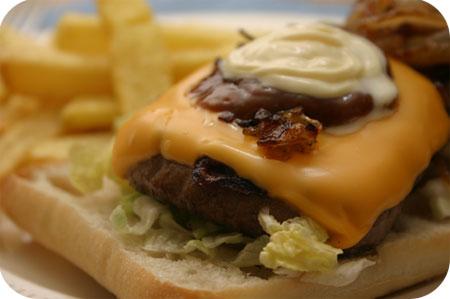 Ciabatta Hamburger met Vlaamse Frieten